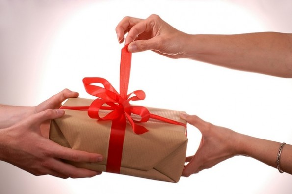 opening-gift-Copiar-595x395