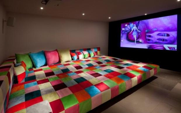 Como ter uma sala de cinema em casa gastando pouco