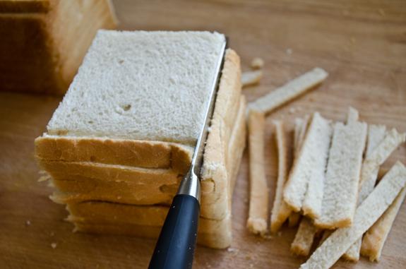 Separar as cascas do pão de forma