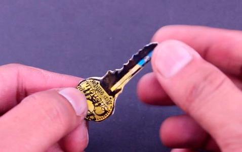 Chave-feita-de-cartão