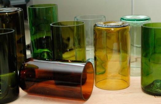 copos-com-garrafas-de-vidro